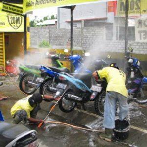 usaha modal kecil untung besar bisnis cuci motor tanpa hidrolik